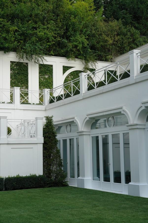 تصميمات هندسية باللون الأبيض - الحدائق