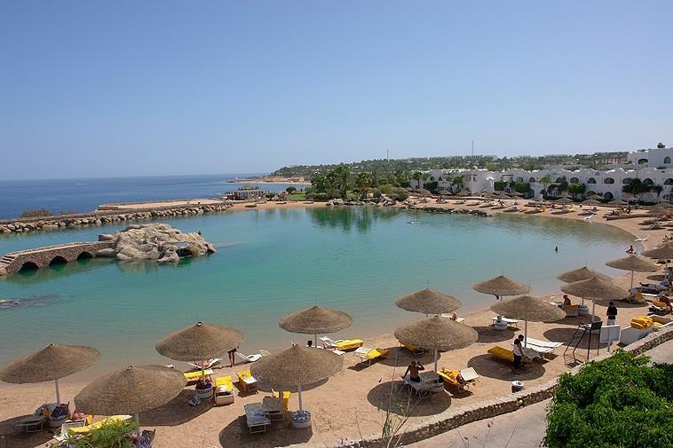 The sea becomes swimming pool  - Swimming Pools