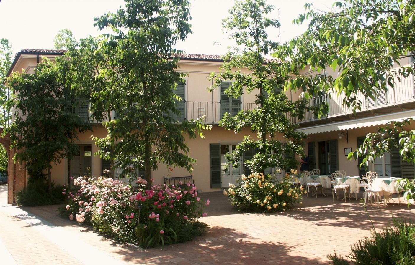 فندق ريليه إيلبورجو - آستي Hotel Relais il Borgo - Asti - فندق ومنتجع ونادي صحي