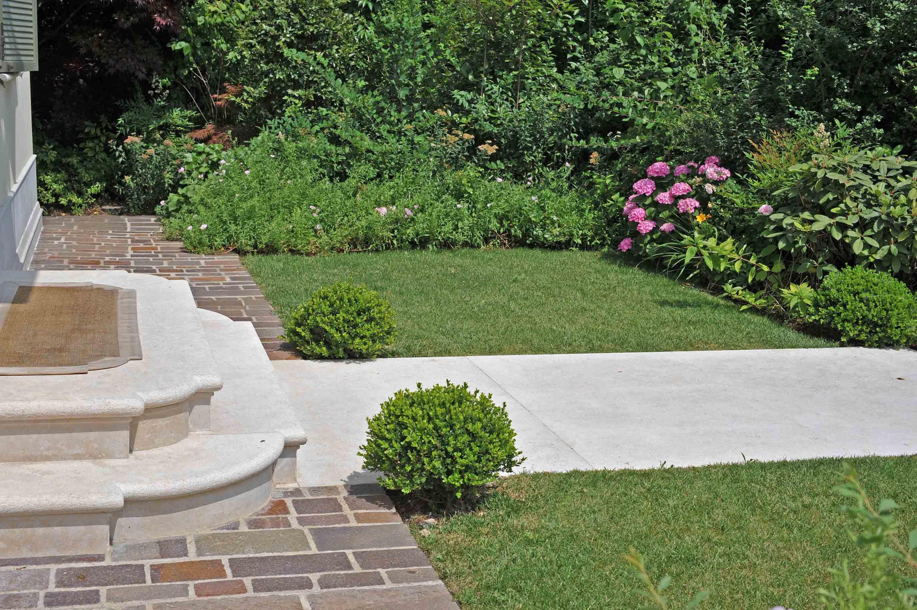 Giardini paghera dettagli di un piccolo giardino for Sistemare un piccolo giardino