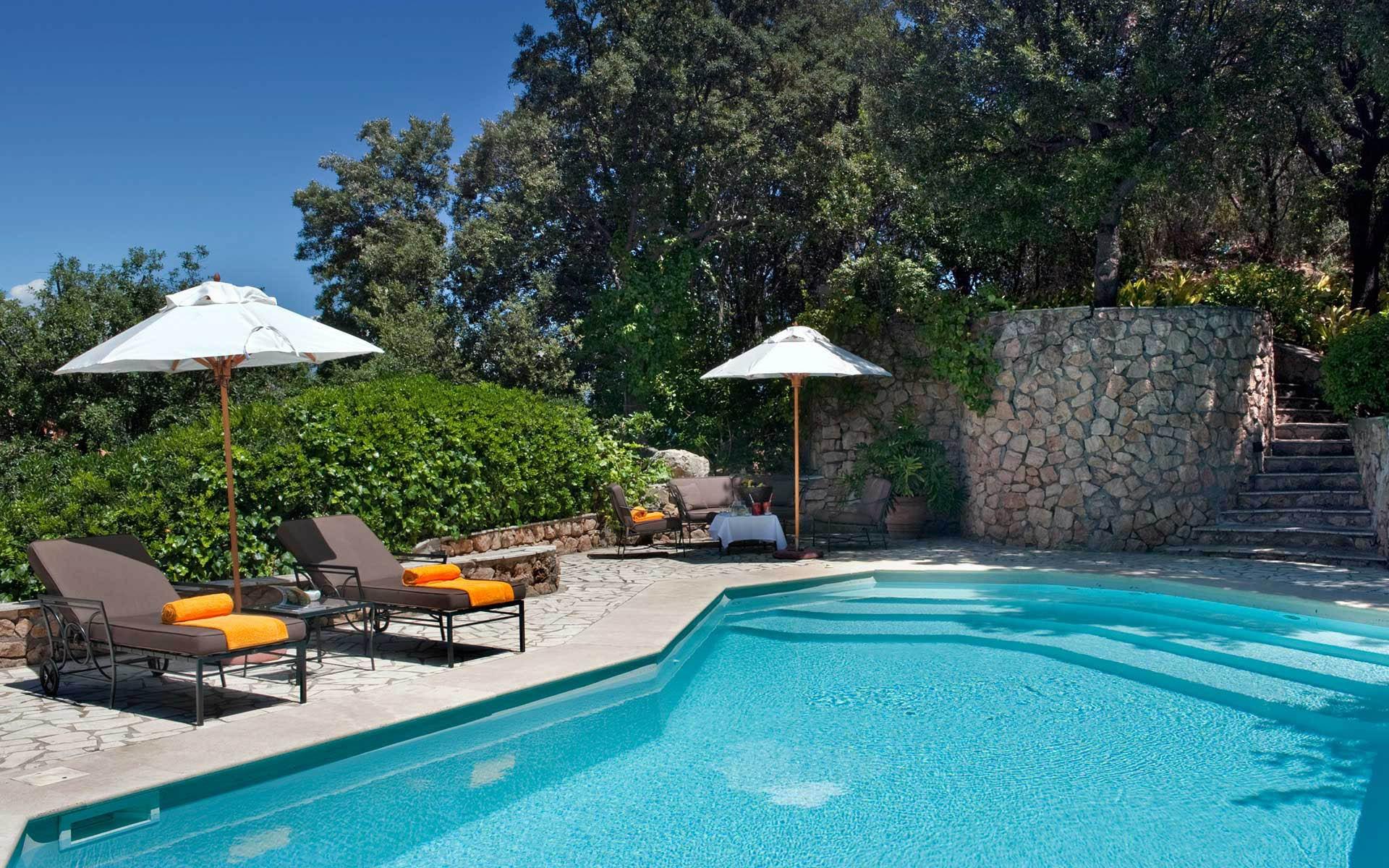 A pool facing the Mediterranean Sea - حمامات السباحة