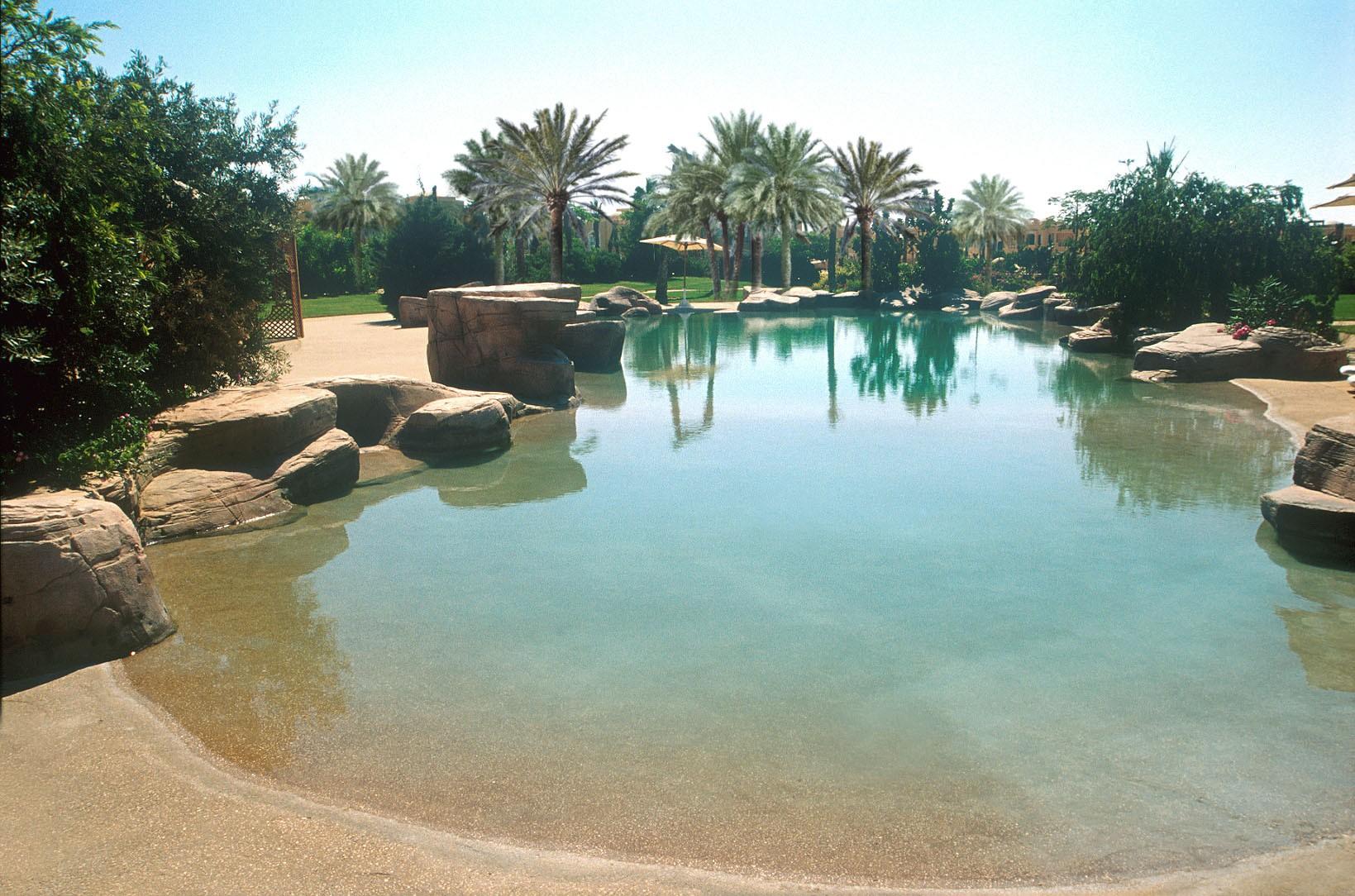 A small corner of the Ocean - حمامات السباحة
