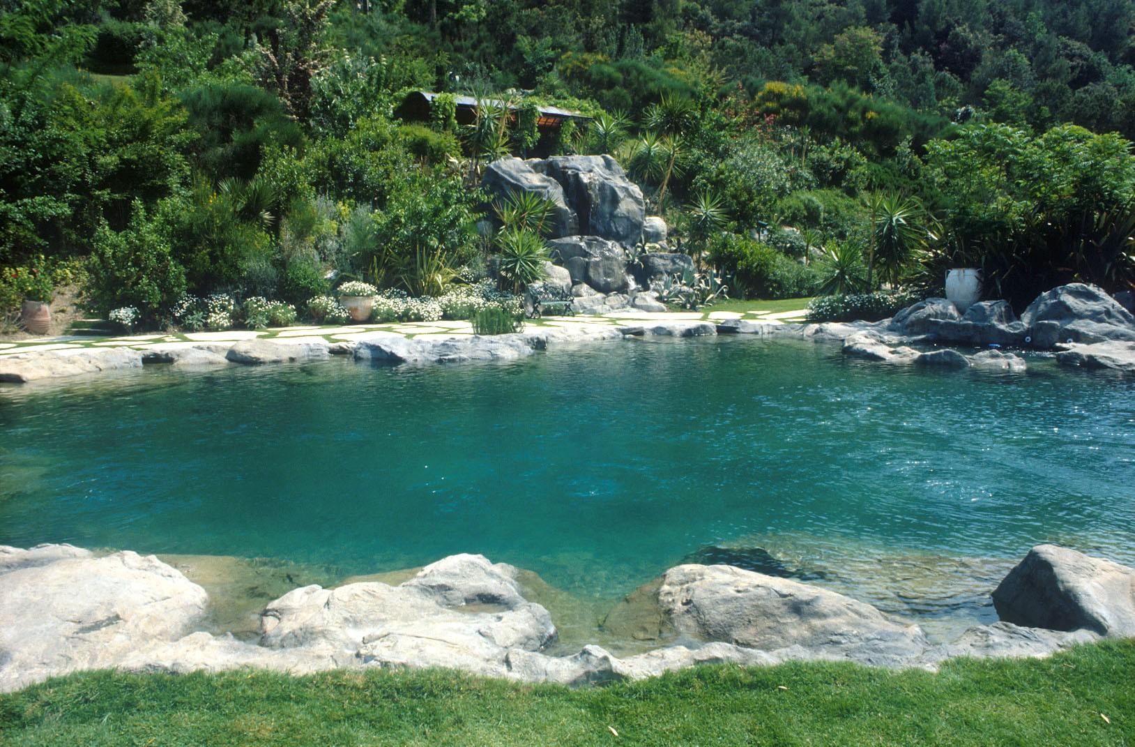 L'incredibile ricostruzione di un bacino naturale - Piscine