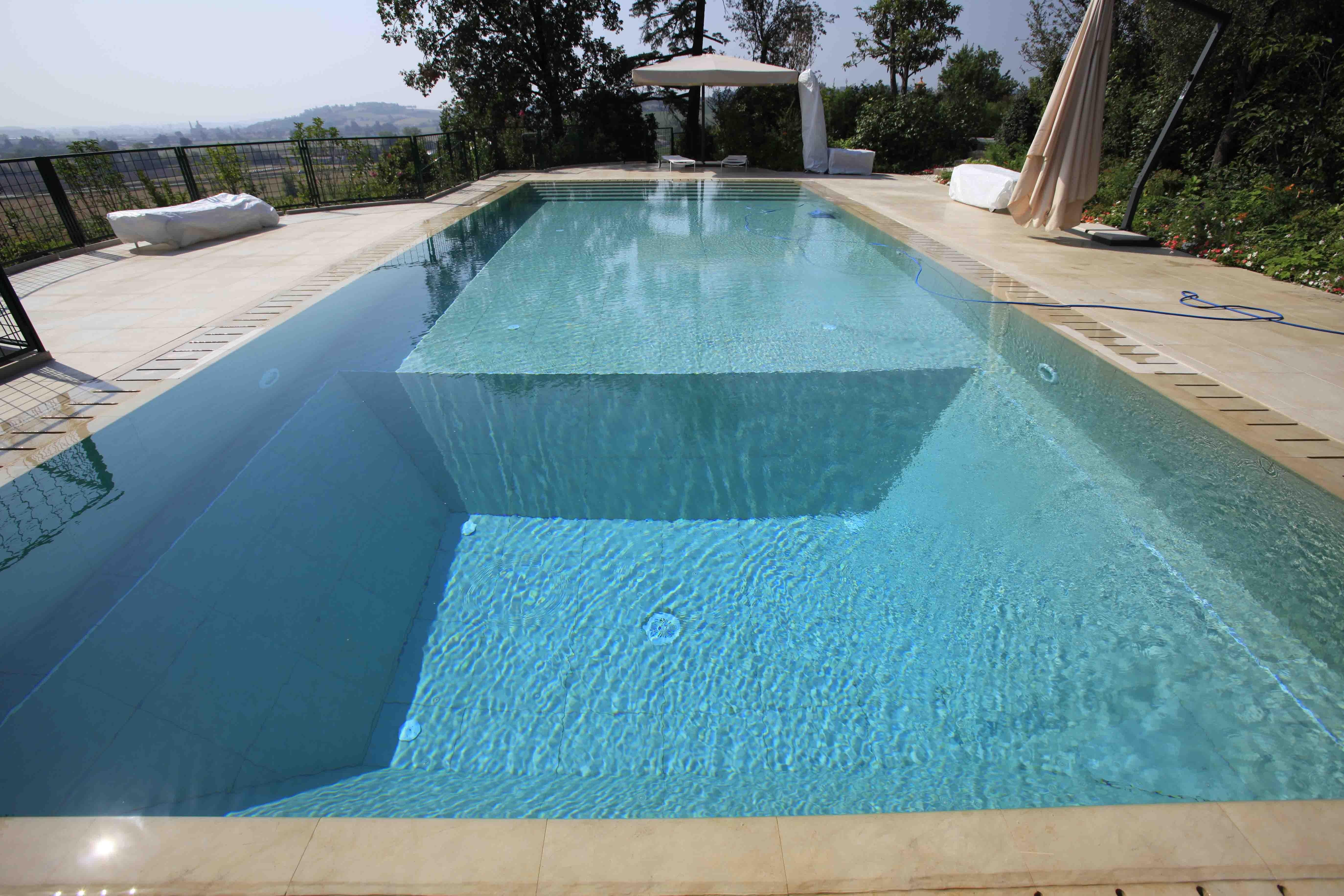 Four dimensions pool - حمامات السباحة