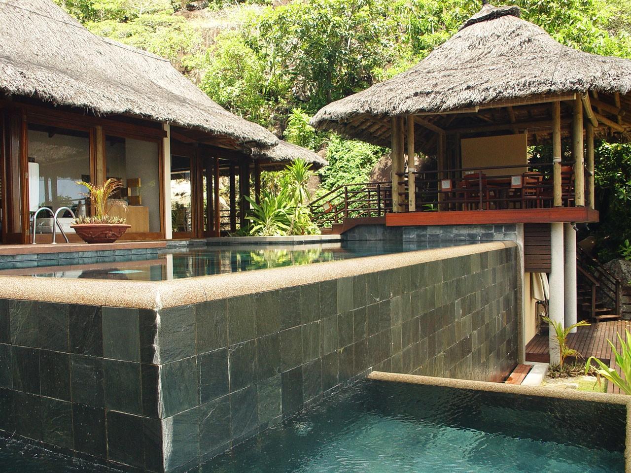 Swimming pool at Seychelles - استخر های شنا