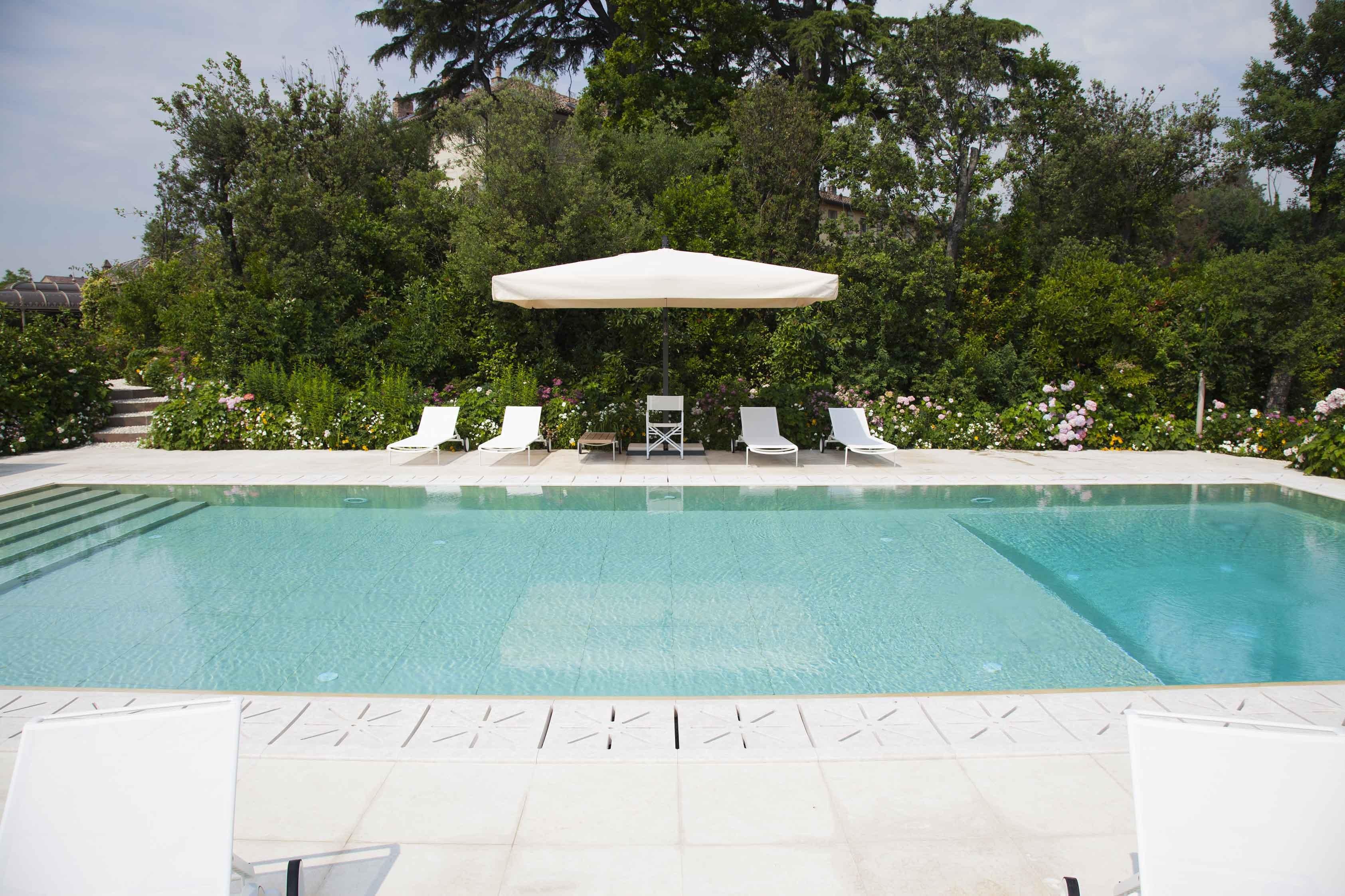 A cool private retreat - استخر های شنا