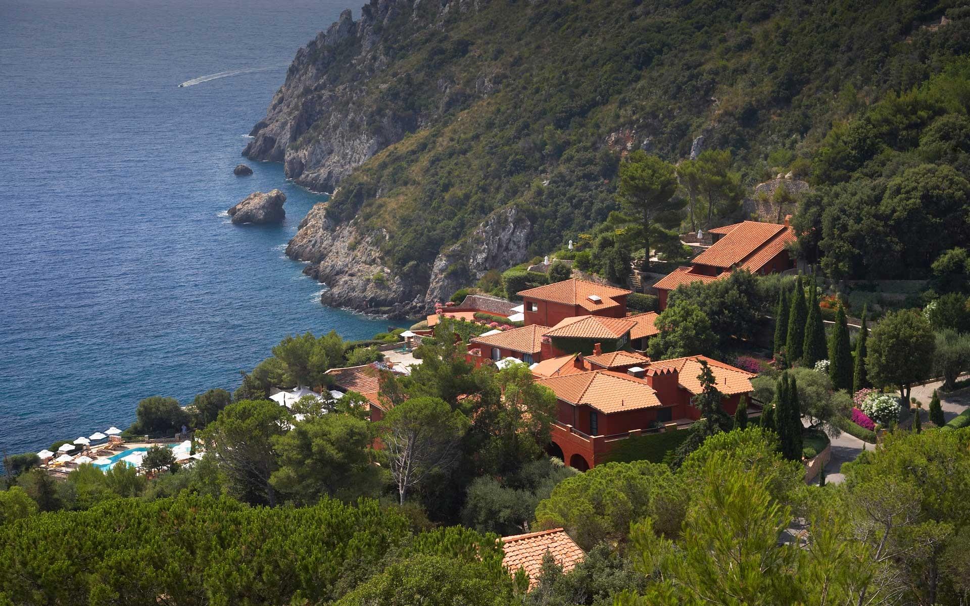 A pool facing the Mediterranean Sea - استخر های شنا