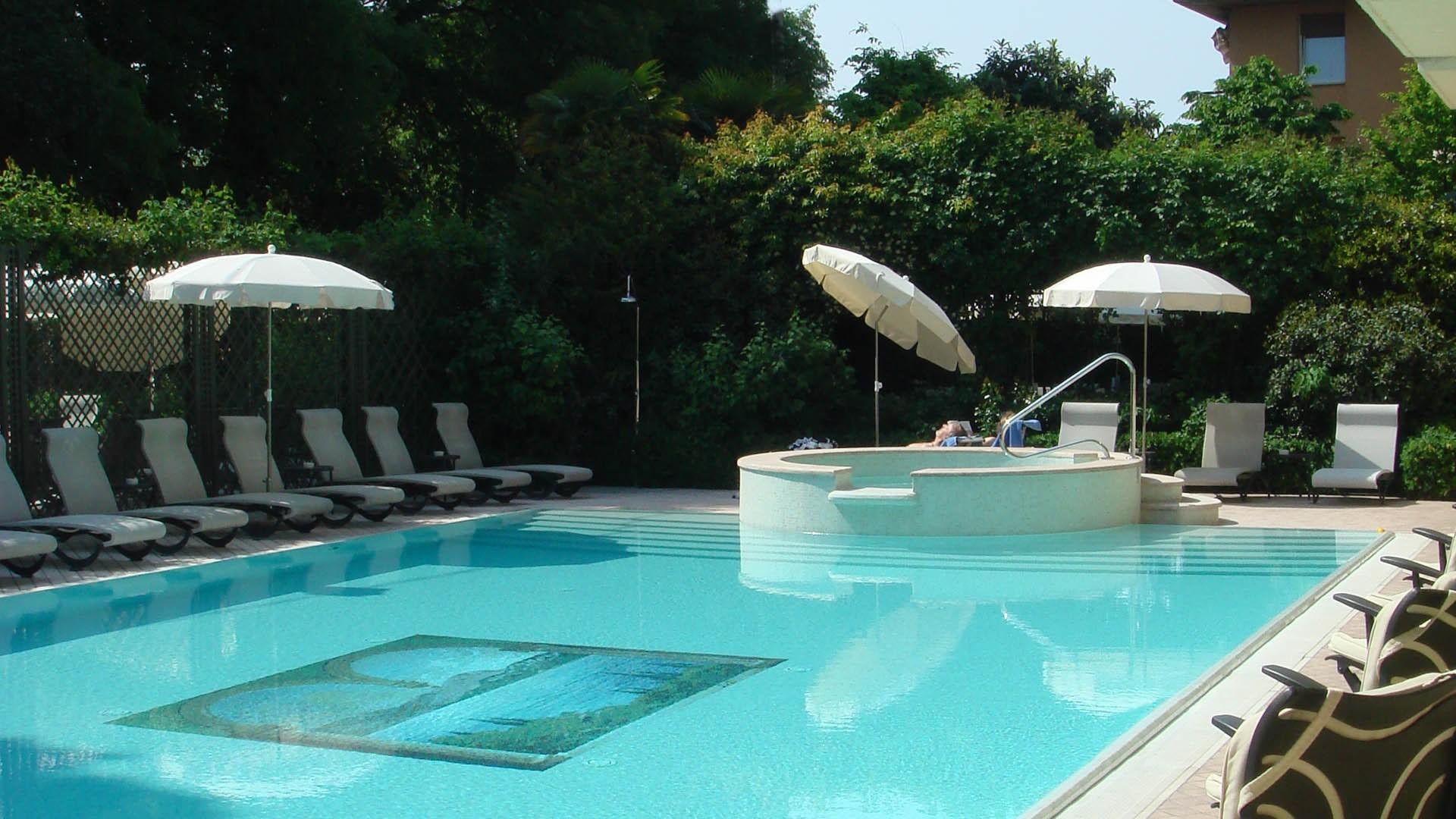Aquatic geometries - استخر های شنا