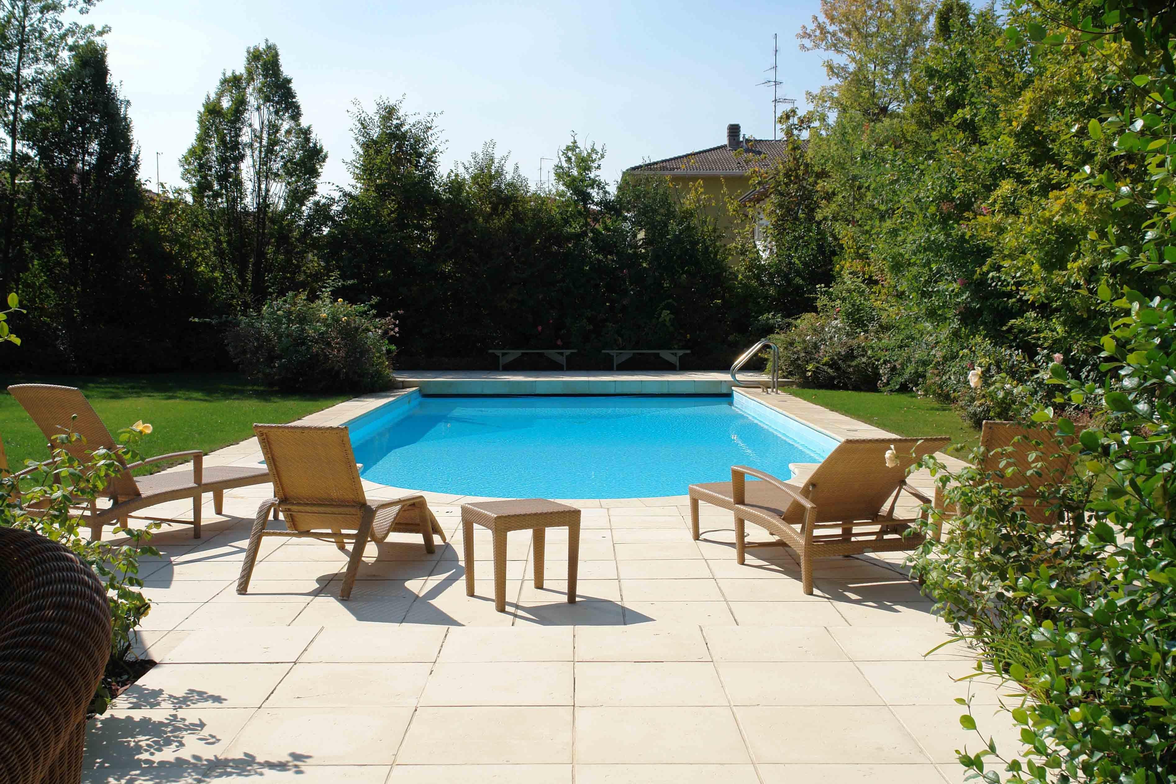 A cool hangout - استخر های شنا