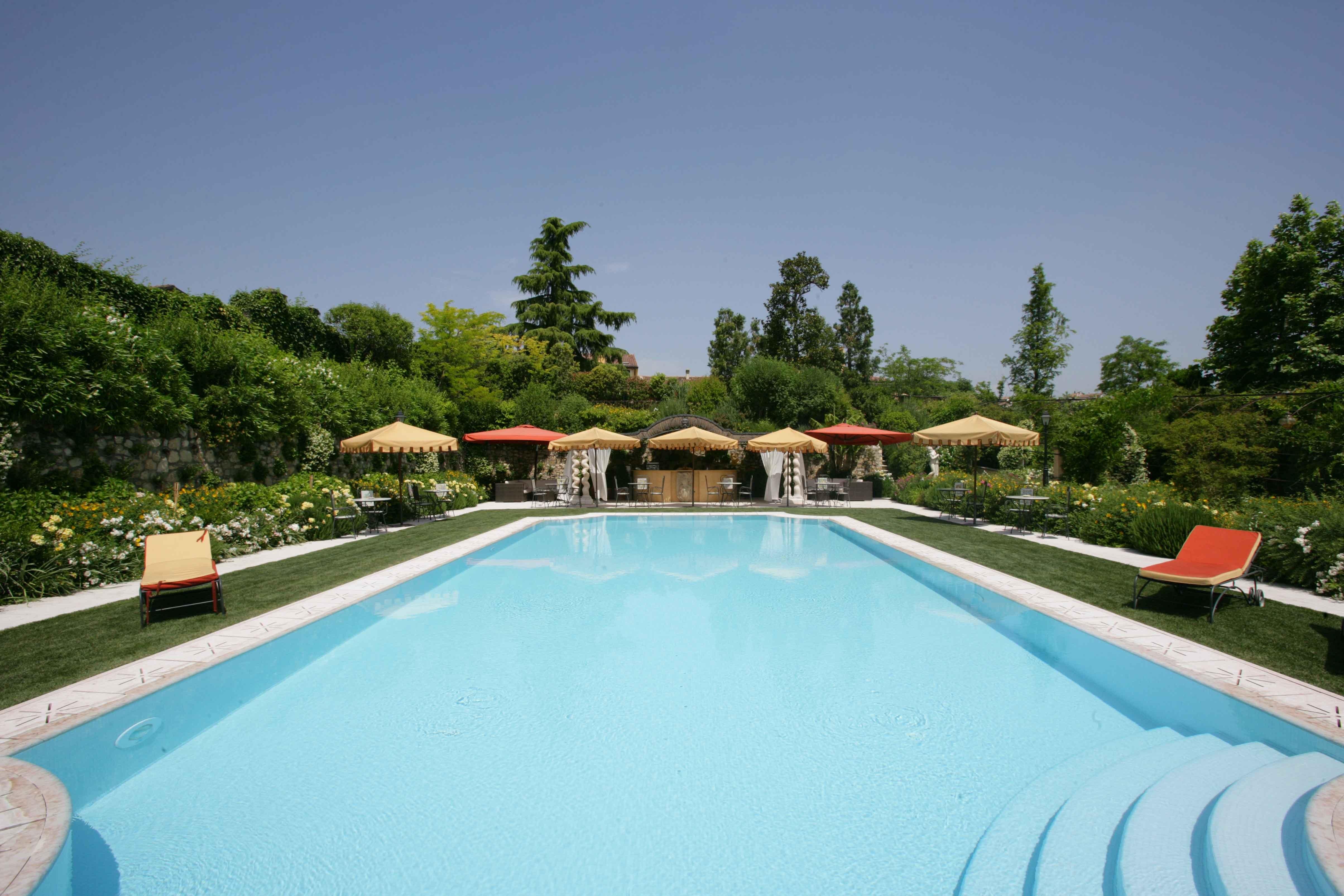 Villa Amista's swimming pool - استخر های شنا