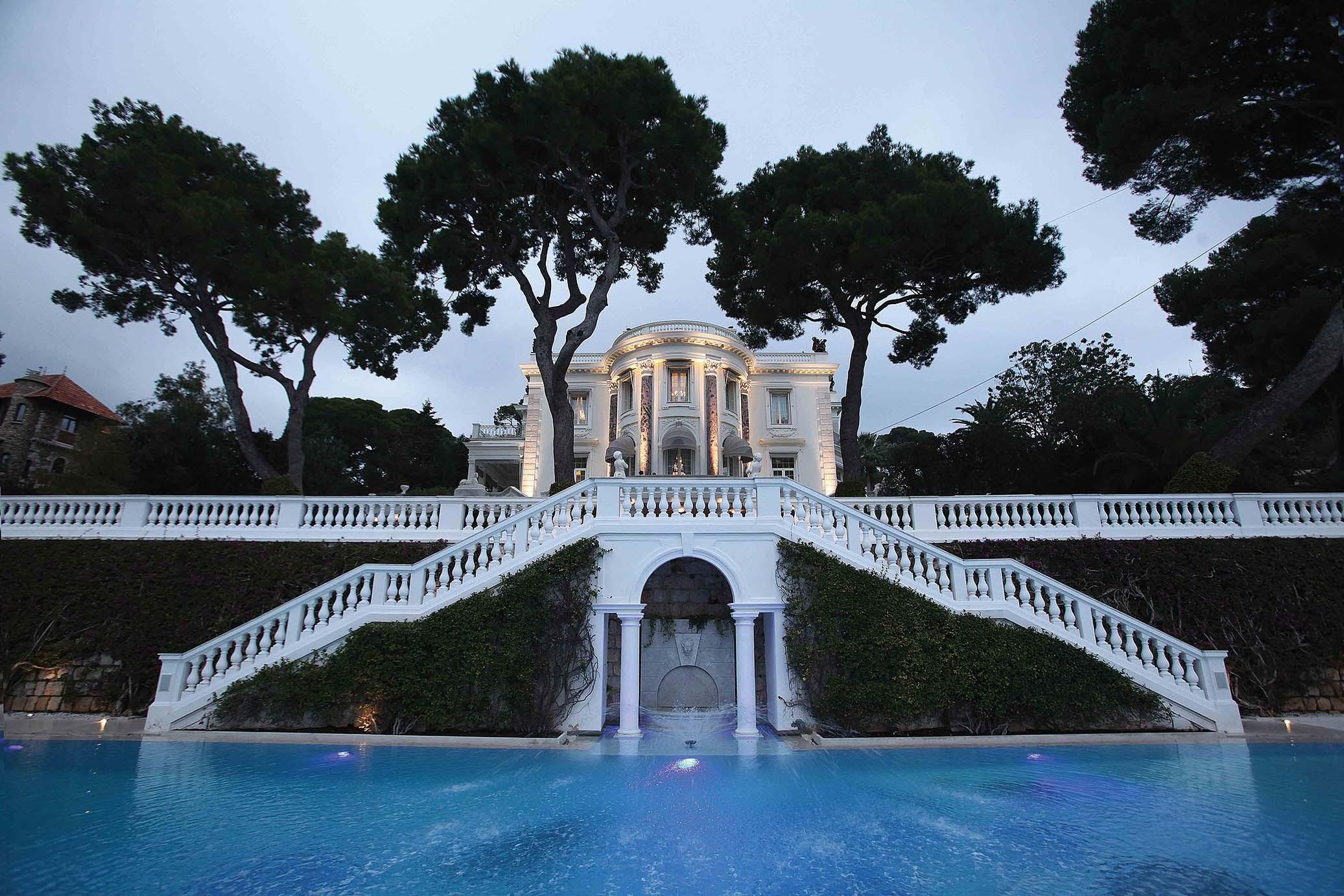 The swimming pool for Villa Trianon - استخر های شنا