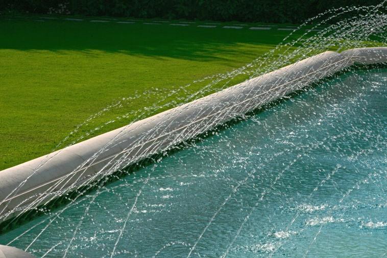 Swimming pool or decorative basin? - استخر های شنا