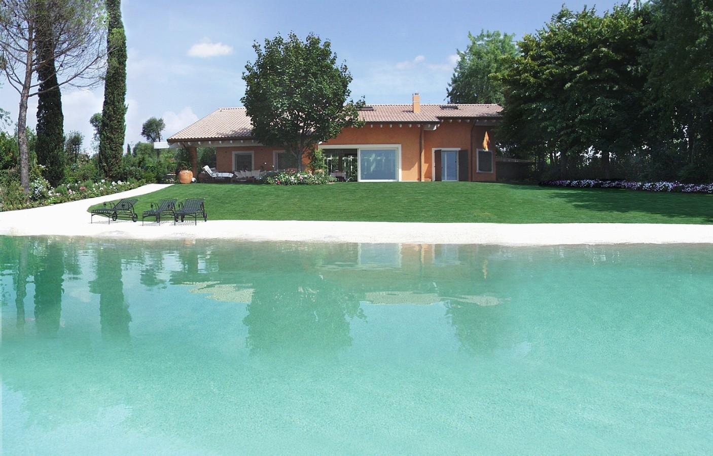 Where it begins the lake ends the swimming pool - استخر های شنا