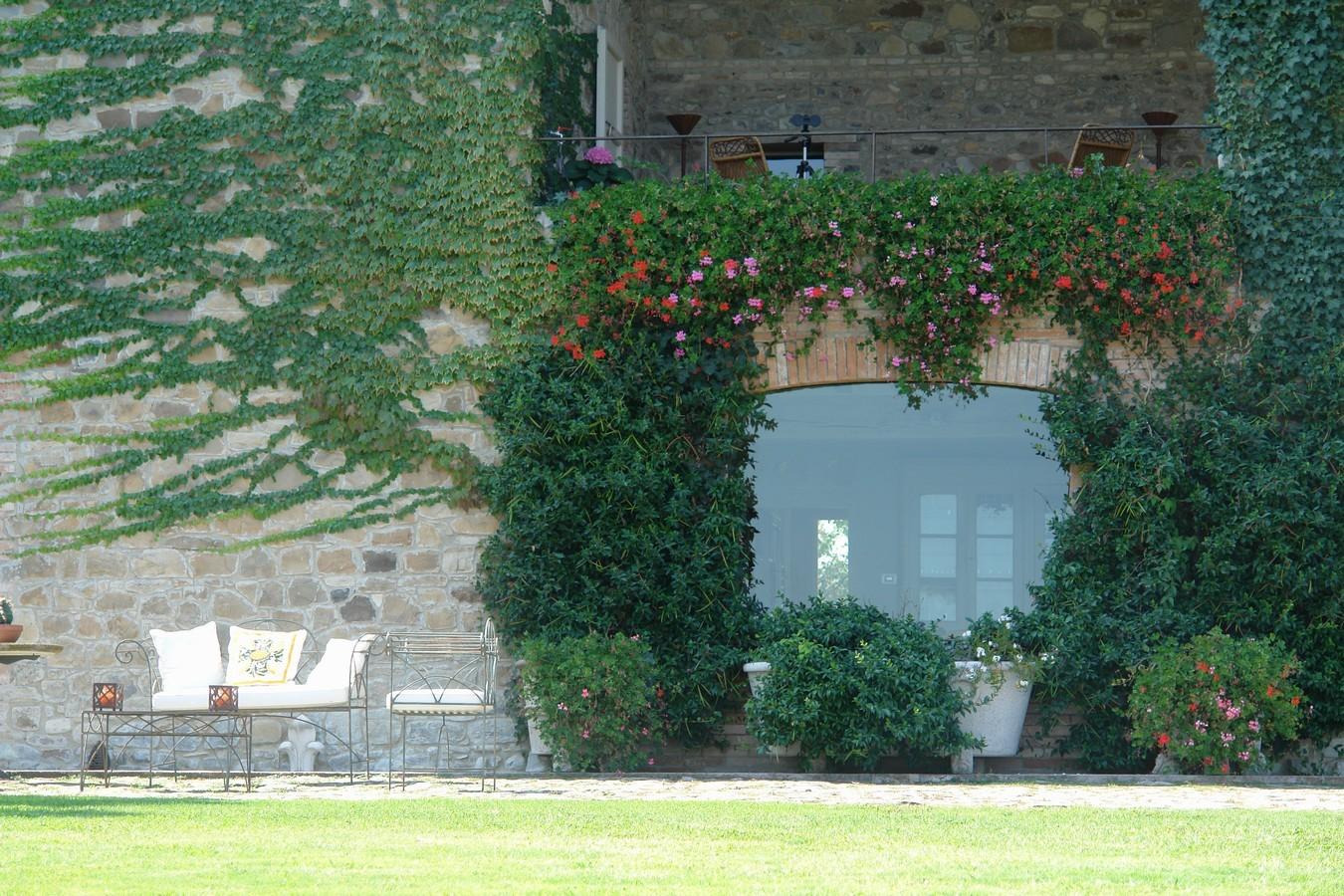 Giardino stile country giardini paghera for Paghera giardini