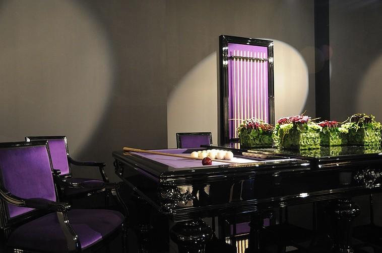 Abitare il Tempo - ''Contrasti viola e nero'' per Ursus Biliardi  - Allestimenti Speciali
