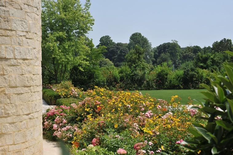 Colorismo tizianesco nell'abbraccio della pineta - Giardini