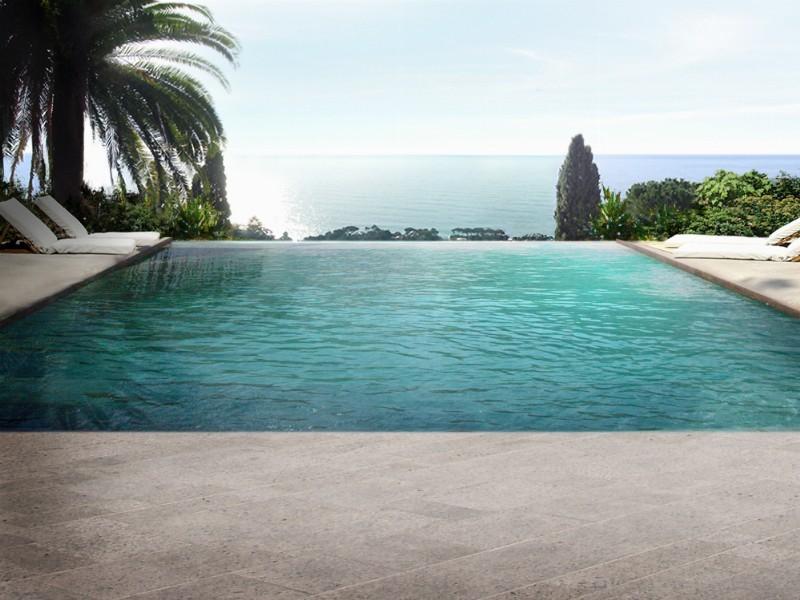 Un terrazzo affacciato sull'orizzonte del mare - Giardini