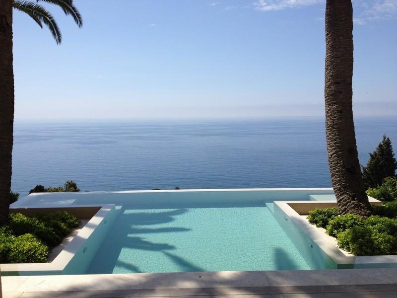 A terrace looking onto the horizon of the sea - Gardens
