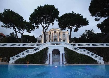 La piscina di Villa Trianon