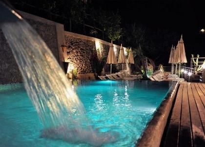 L'Hotel Kaos e le sue piscine